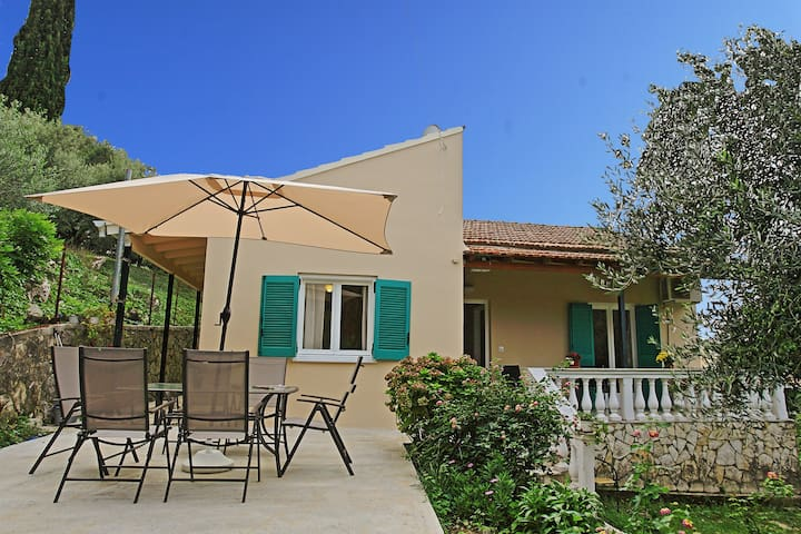 Villa Kiki: Charming house near the beach, A/C