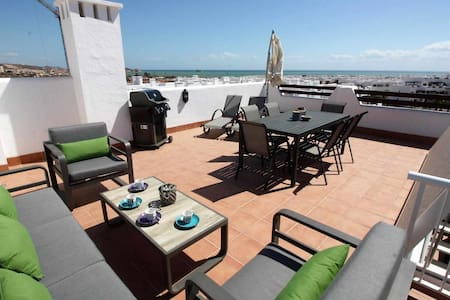 Casa Los Pinos, apartment with roof terrace and shared swimming pool