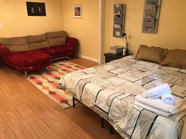 Modern Comfortable one-bed. Location can't be beat