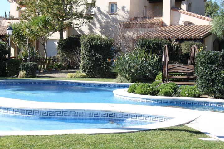 Precioso apartamento con piscina, Golfclub Bonmont