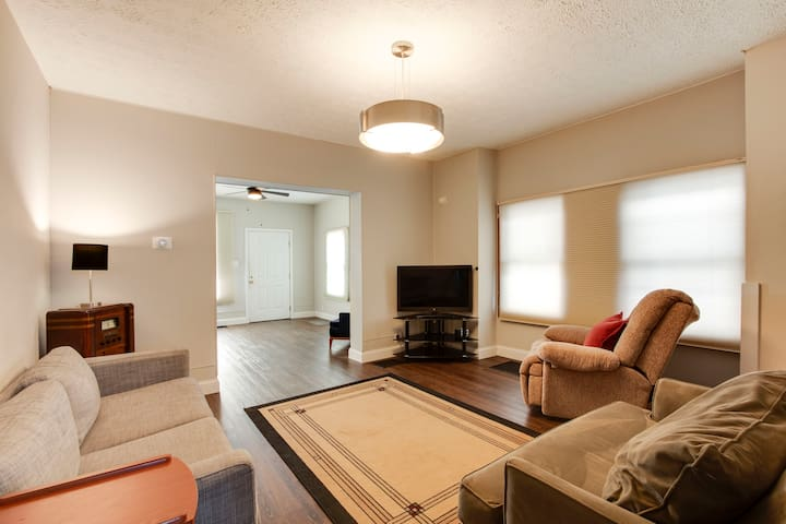 3 BR Home- Close to Everything