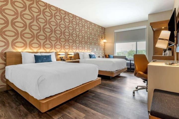 2 Queen Bed Suite Cambria