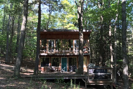 Rustic Cabin in the woods by a Waterfall - Hillsdale