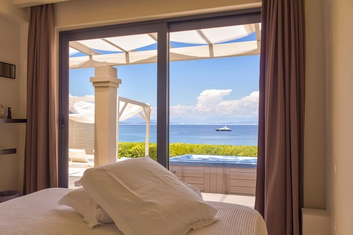 1 BR Villa Sea View with Private Pool and Hot-Tub