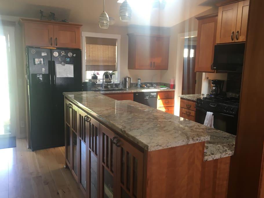 Granite counter tops, open floor plan.