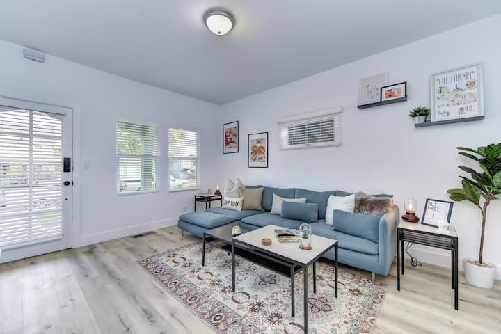 Modern Studio - North Oak Park/UC Med Center