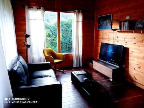 Encantadora cabaña de madera para descansar