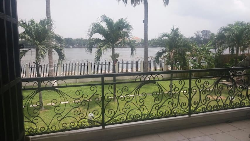 Lagoon Front, Private room, secure place in VI - Lagos - Huoneisto