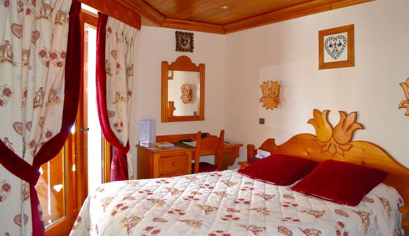 Double standard room & SPA, Hotel Les Gentianettes - La Chapelle-d'Abondance - Hytte (i sveitsisk stil)