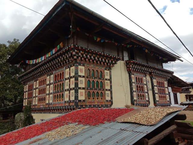 Paro Kichu homestay,ugyen yoesel house