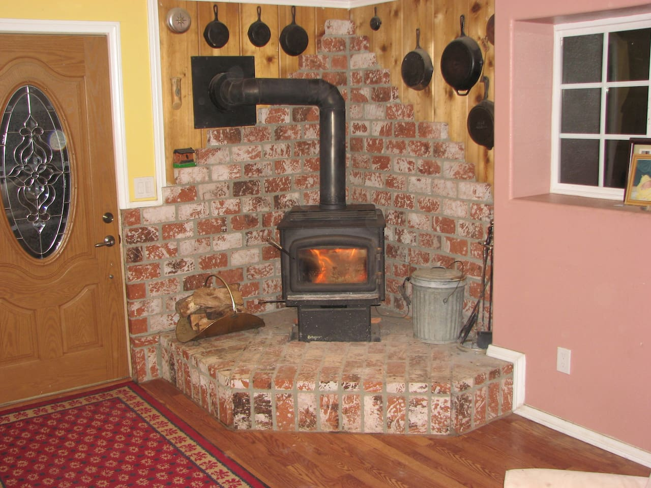 Fire place - Firewood included!