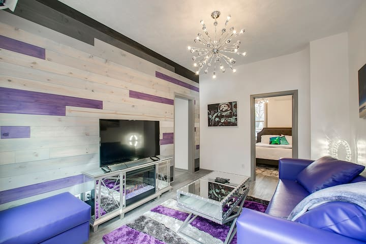 North End Sputnik- 1BR Purple and Modern Palace