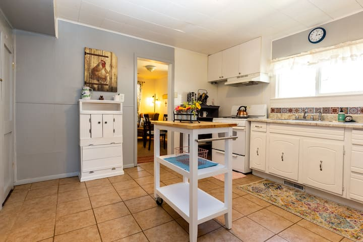Cute Furnished House in Canon City--31 day minimum