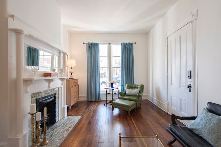 2BR -HISTORIC & BRIGHT *PERFECT SPOT-FRANKFORT AVE