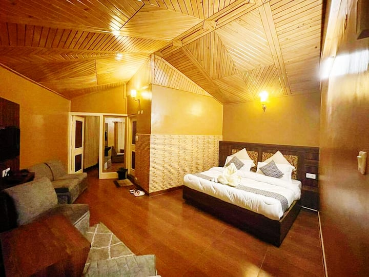 Uptown Cottage: Luxuriously homely The Mall Shimla