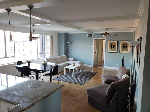 Luxurious Modern Top Floor Apartment W/ City View