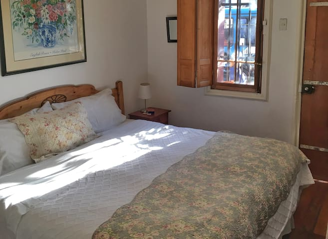 Best rate and location in Santiago: Tralkan B&B