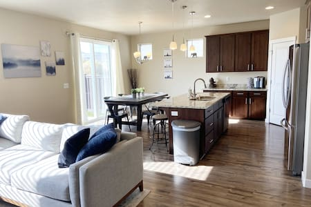 Clean and Spacious Bluffdale Home.