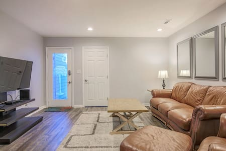 3 Bed Townhome w/Complimentary Lunch