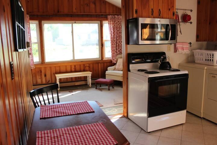 This cozy 3 bedroom York Beach cottage