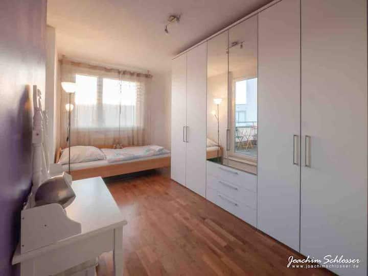 Apartmentzimmer in ruhiger Lage mit Dachterrasse