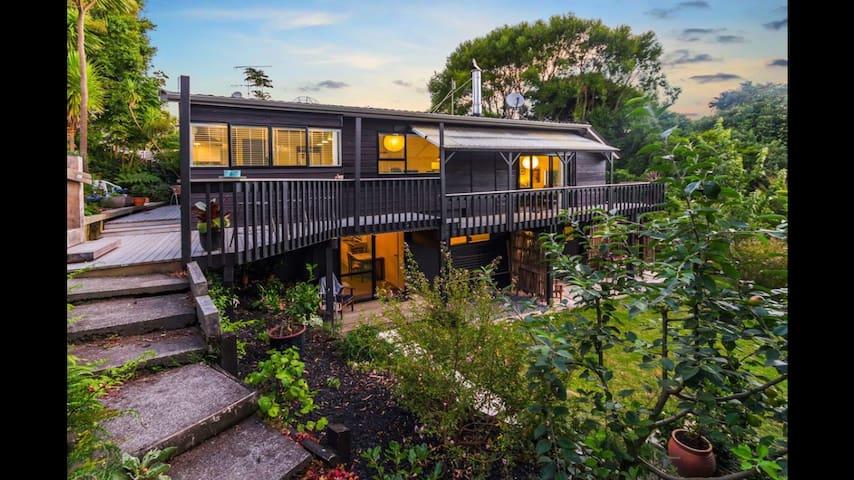 Private quiet garden sanctuary - Auckland