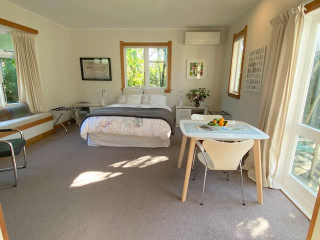 Spacious room with tranquil garden
