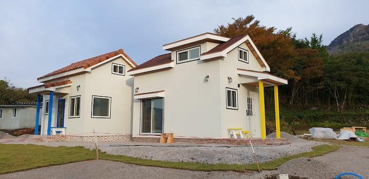Yellow house 엘로우 하우스