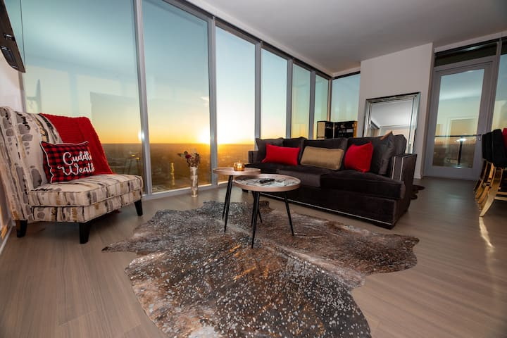 Luxury penthouse entire lake & city view 32FL