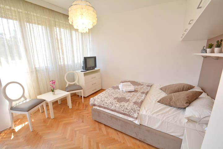 CITY CENTRE Apt near PortoM! - Tivat - Lägenhet