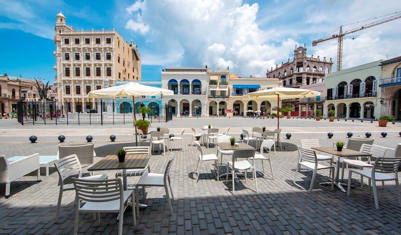Plaza Vieja view from the building entrance / Vista a la Plaza Vieja  desde la entrada del Edificio.
