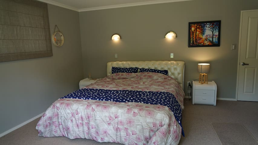 Master bedroom with ensuite - Flagstaff - Hamilton
