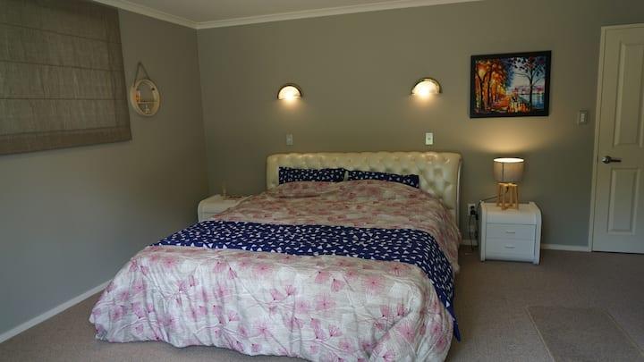Master bedroom with ensuite - Flagstaff - Hamilton