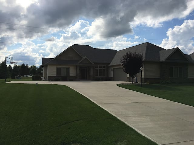 Spacious home suitable for couples or families - Granger - Casa