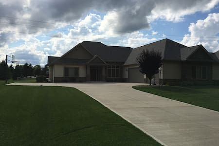 Spacious home suitable for couples or families - Granger