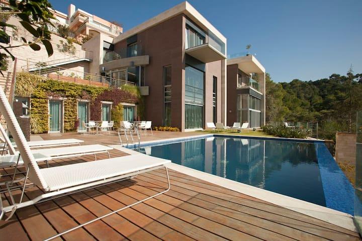 Luxurious Getaway Yarze