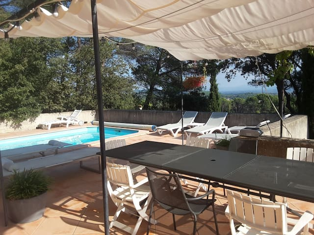Villa familiale avec piscine et barbecue