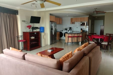 Luxury 3BR/3BATH Apartment w/ Jacuzzi - Phoenix7A