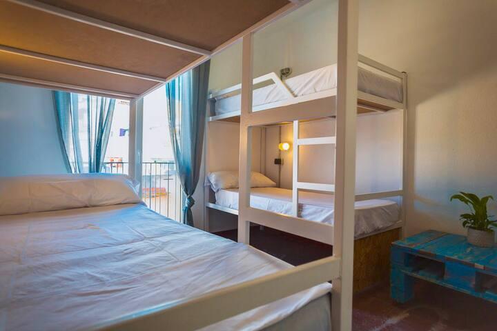 Habitacion para 4 en el centro Lloret de Mar