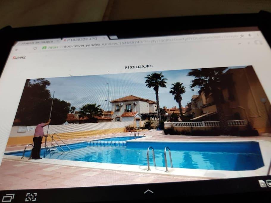 Una de las 2 piscinas comunitarias...