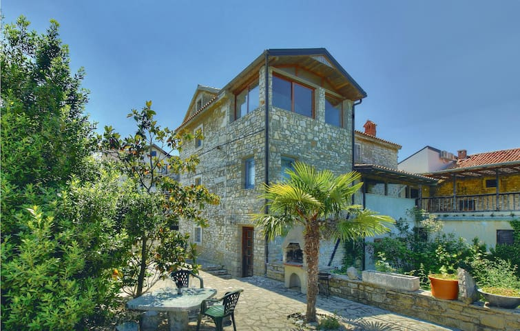Semi-Detached with 2 bedrooms on 93m² in Kastel