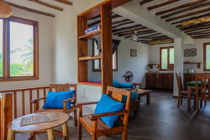Kimurimuri - Cozy Beach Front Apartment with Pool