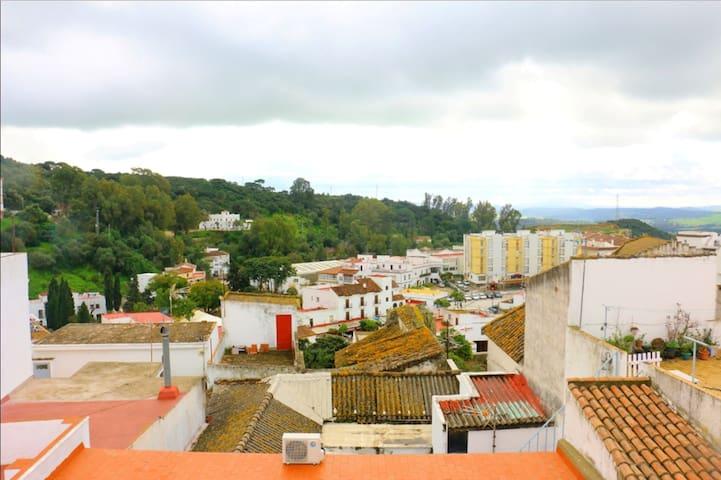 Haus mit 5 Schlafzimmern in Alcalá de los Gazules mit schöner Aussicht auf die Stadt, möblierter Terrasse und W-LAN - 40 km vom Strand entfernt