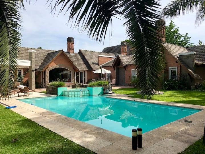 Espectacular casa en country