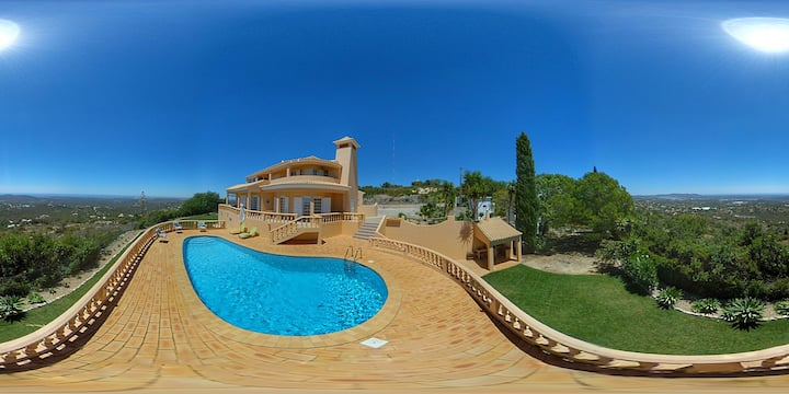 Villa with incredible panoramic view in Algarve