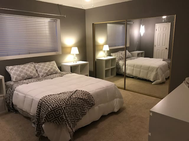 Queen bed close to Loma linda, ESRI, and U of R.