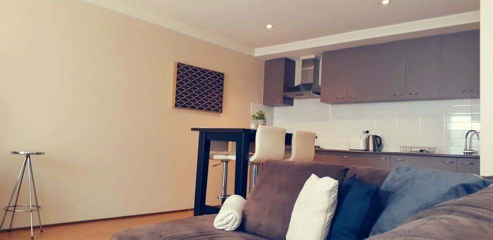 Spacious & private apartment in Subiaco!