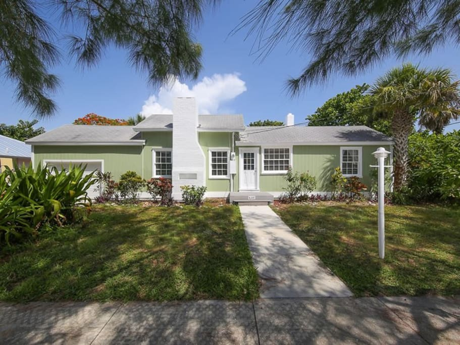 5 Bedrooms 4 Baths 4 Blocks Beach Houses For Rent In Longboat Key Florida United States