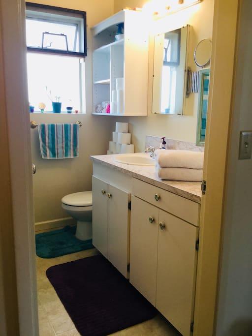 Bathroom including bathtub/shower