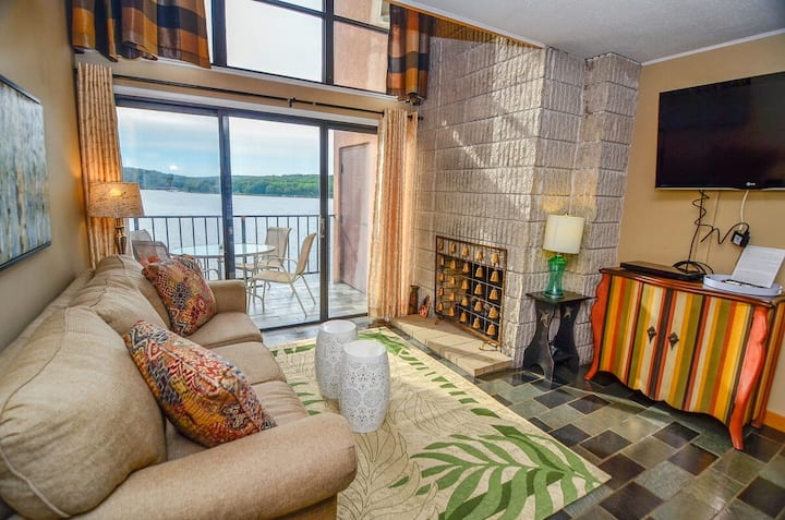 504F - Cozy Lakefront 3 Bedroom Condo with Fireplace and Balcony!